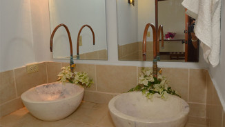 room-sharedbath-2